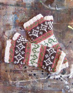free pattern.  knit fairisle fingerless gloves.  mitts1 by kjtendyke99, via Flickr
