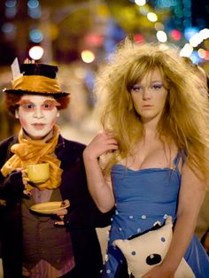 Think there are no original Halloween costumes left? You couldn't be more wrong . Halloween Parade, Holidays Halloween, Original Halloween Costumes, Cool Costumes, Alice In Wonderland, Celebrations, Most Beautiful, Mad, Characters