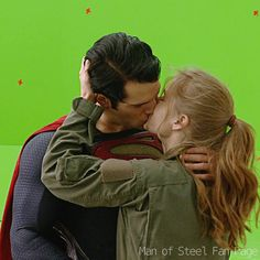 Henry Cavill(Superman) & Amy Adams(Lois Lane) share a kiss On Vancouver soundstage for Man Of Steel(2013)