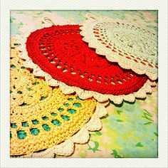 Very sweet crochet potholders (doilypalooza).