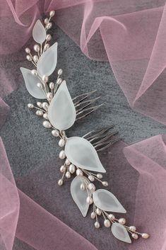 Boho Headpiece, Bridal Headpieces, Boho Wedding, Wedding Jewelry, Hair Grips, Bride Hair Accessories, White Leaf, Bridal Hairstyles, Pearl Hair