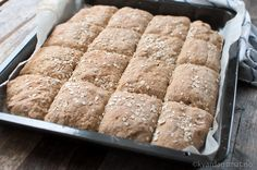 langpannebrød med rug og havre Food N, Diy Food, Food And Drink, Norwegian Food, Norwegian Recipes, Vegetarian Recipes, Cooking Recipes, Piece Of Bread, Homemade Cookies