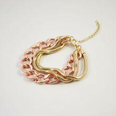 Bracelet multi-éléments en chaine de couleur or.