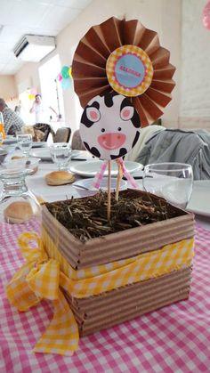 centros de mesa fiesta granja zenon Barnyard Party, Farm Party, Cow Baby Showers, Cow Birthday, Cowboy Party, First Birthdays, Birthday Parties, Ideas Bonitas, Tractor