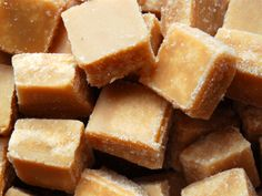Scottish tablet is a variation on the better-known fudge, and is even more delicious! Try this traditional scottish tablet recipe and you& be hooked! Fudge Recipes, Candy Recipes, Sweet Recipes, Fudge Flavors, Scottish Tablet Recipes, Caramel, English Food, The Fresh, Just Desserts