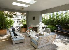This Vogue Alum's Manhattan Loft is Beach-House-Level Breezy Photos | Architectural Digest