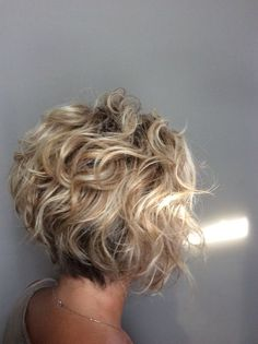 Cool bob hairstyles for curly hair 2019 – page 17 of 33 – hairstyle zone x – Lockige Frisuren Bob Haircut For Fine Hair, Bob Hairstyles For Fine Hair, Short Bob Haircuts, Haircut Bob, Wedge Haircut, Wedding Hairstyles, Inverted Bob Haircuts, 1940s Hairstyles, Hairstyle Men