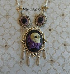 Collier crâne mexicain aux roses violettes : Collier par mimischka