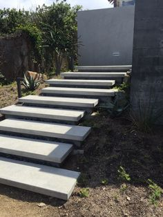 Garden stairs in more than 40 model ideas for a modern exterior - DIY Decor Ideas Entry Stairs, Exterior Stairs, Exterior Front Doors, Front Stairs, Front Walkway, Outside Stairs, Outdoor Steps, Patio Steps, Garden Stairs