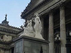 Obra escultórica de Lola Mora frente al Congreso Nacional