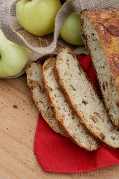 Triple Apple Bread #apples #bread #twelveloaves   girlichef.com