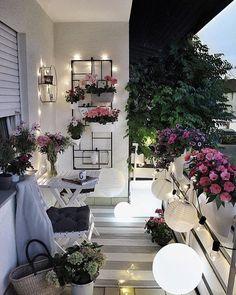 """Westwing España on Instagram: """"Flores, guirnaldas de luces y una alfombra de exterior y ya tenemos el rinconcito más romántico de casa✨💕 📸 @gozdee81 #MiEstiloWestwing…"""""""