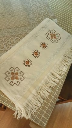 Diy Arts And Crafts, Diy Crafts, Palestinian Embroidery, Cross Stitch Borders, Bargello, Hand Embroidery Designs, Plastic Canvas, Pixel Art, Origami