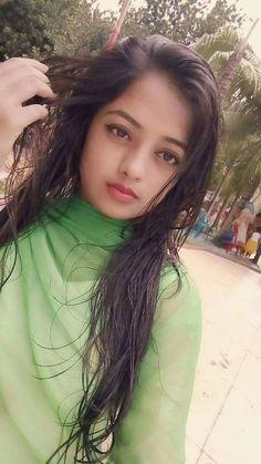 Deeba Sahar Selfie Student of Intermediate Most Beautiful From Sukkur Beautiful Girl In India, Beautiful Blonde Girl, Beautiful Girl Photo, Beautiful Ladies, Desi Girl Image, Girls Image, Cute Beauty, Beauty Full Girl, Girl Number For Friendship