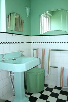 See all our stylish art deco bathrooms design ideas. Art Deco inspired black and white design. 1930s Bathroom, Art Deco Bathroom, Bathroom Vanity Tops, Vintage Bathrooms, Bathroom Interior, Bathroom Cabinets, Bathroom Ideas, Bathroom Hacks, Bathroom Canvas