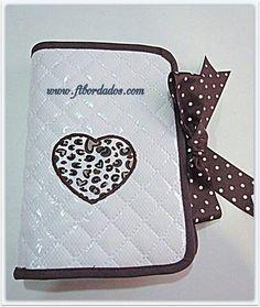 Guarda documentos, ideal para llevar la cartilla de tu bebé,  se personaliza a tu gusto en ft bordados