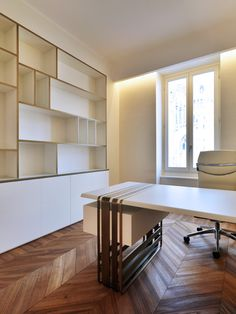 Alessia Garibaldi, Giorgio Piliego — studi notarili in milano Beautiful Interior Design, Interior Design Studio, Home Office Design, Built In Furniture, Furniture Design, Modern Office Desk, Office Table, Warehouse Design, Interior Architecture
