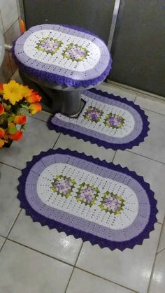 Crocheted Bathroom Set Ideas for Crochet Lovers Latest Aso Ebi Styles, Bathroom Sets, Doilies, Diy And Crafts, Kids Rugs, Home Decor, Bathroom Mat, Crochet Mickey Mouse, Rugs