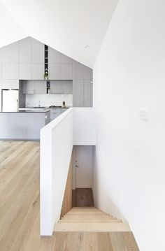 Gallery: Small house with a sunken patio by Gestalten Patio Interior, Interior Stairs, Studios Architecture, Interior Architecture, Sunken Patio, Courtyard House, Australian Homes, White Walls, White Wood
