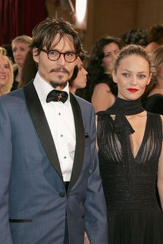 Johnny Depp and Vanessa Paradis arrive at the 77th Annual Academy Awards  on February 27, 2005  (Photo by Vince Bucci )