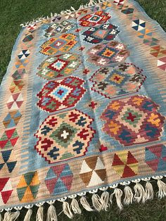 15 ideas for home boho kilim rugs Tapete Floral, Floral Rug, Big Rugs, Large Rugs, Kilims, Traditional Rugs, Carpet Colors, Turkish Kilim Rugs, Wool Area Rugs