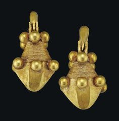 A LARGE PAIR OF PARTHIAN GOLD EARRINGS - CIRCA 2ND CENTURY B.C.-2ND CENTURY A.D.