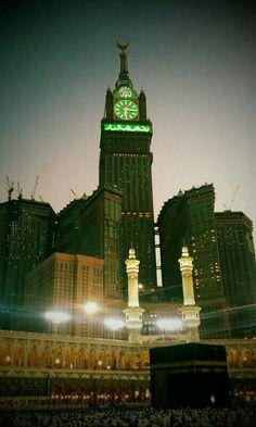 Royal Clock Tower Makkah. Famous Landmarks, Famous Places, Historical Pictures, Historical Sites, Places Around The World, Around The Worlds, Mecca Wallpaper, Masjid Al Haram, Mekkah