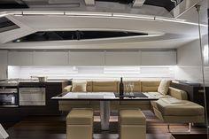 Il cruiser 65' Oscar 3, varato dal Cantiere Mylius Yachts, è progettato da Alberto Simeone, chief designer, head of engineering e technical manager di Mylius, che firma gli interni in collaborazione con Parisotto+Formenton Architetti.