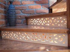 Ażurowe ornamenty ozdobne schodów