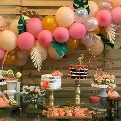 Festa Flamingo: 90 fotos + tutoriais para uma comemoração incrível Pink Flamingo Party, Flamingo Birthday, Pink Flamingos, Carousel Birthday Parties, Birthday Bash, Birthday Decorations, Its My Bday, Ideas Para Fiestas, Party Time