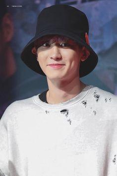 "Park Chanyeol listening to his cover of ""Creep"" right now 💕 Chen, Kai, Baekhyun Chanyeol, K Pop, Oppa Ya, Rapper, Kim Jong Dae, Exo Korean, Kim Junmyeon"