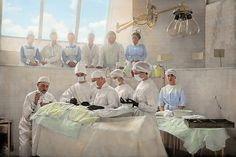 Colorized Photo from around 1905. Original title: Grave Operation. Location: Might be Johns Hopkins Hospital. This is an operation theater, a place where both nurses and doctors can kick back and watch the show of the day. This room was designed for learning, and people were allowed to watch the operation. In the past people were allowed to sit practically on the operating floor. #savad #doctor