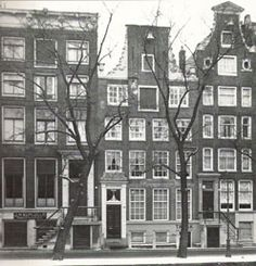 1940's. Facade of the former Portuguese-Israelite nursing home Mishenet Zequenim at the Nieuwe Herengracht 33 in Amsterdam. The home was established in 1794 and had its own synagogue at the second floor and a permanent soeka in yard. The soeka still exists today. In 1943, during the Nazi occupation, all inhabitants were deported to concentration camps. Since circa 1948, the property is a student house. Photo J. van Dijk. #amsterdam # 1960 #NieuweHerengracht #MishenetZequenim