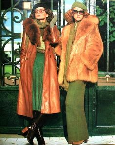 Linda Morand in winter fashions, Look at that leather coat! Linda Morand in winter fashions, Look at that leather coat! Seventies Fashion, 60s And 70s Fashion, Retro Fashion, Vintage Fashion, Seventies Outfits, Leather Fashion, Gothic Fashion, Vintage Fur, Look Vintage
