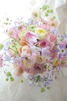 Planning A Fantastic Flower Wedding Bouquet – Bridezilla Flowers Small Wedding Bouquets, Spring Wedding Flowers, Bride Bouquets, Bridal Flowers, Beautiful Flowers Pictures, Beautiful Flower Arrangements, Flower Photos, Floral Arrangements, Boquette Flowers