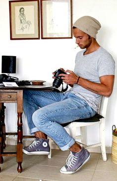 mr. photographer ;) denim, simple tee, sneakers & beanie.
