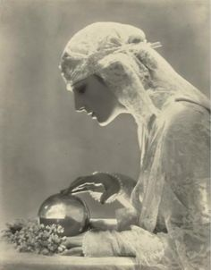 """ Dolores - 1919 - Photo by Baron Adolf de Meyer - 'Eager-eyed from under her bridal veil, she gazes in the fortune-telling crystal, hoping to see her dreams. Vintage Gypsy, Vintage Beauty, Vintage Dance, Vintage Witch, Vintage Circus, Vintage Ladies, Fortune Telling, Vintage Photographs, Vintage Images"