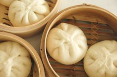 Sometimes you just want to kick back at home, enjoying your favorite tasty bites of dim sum away from the clatter of Pork Recipes, Asian Recipes, Cooking Recipes, Steam Recipes, Asian Foods, Food Porn, Steamed Buns, Steamed Dumplings, Le Diner