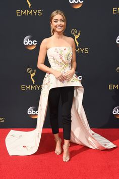 Sarah Hyland Just Pulled an Emma Watson on the Emmys Red Carpet