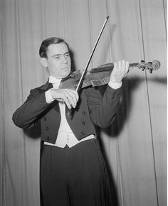 Best Violinist, Bow String, Pictures Of You, Classical Music, Vintage Photography, Opera, Music Instruments, Symbols, My Love