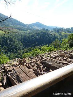 Serra da Mantiqueira, na divisa do Estado de São Paulo com o Estado de Minas Gerais. Trecho da estrada de ferro que liga Poços de Caldas à Águas da Prata.