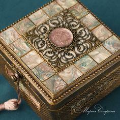 Фотография Dot Painting, Painting On Wood, Cigar Box Projects, Cigar Box Art, Altered Cigar Boxes, Creative Box, Decoupage Box, Antique Boxes, Pretty Box