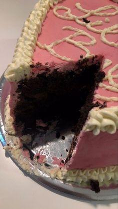 Pretty Cakes, Cute Cakes, Cute Food, Yummy Food, Cute Birthday Cakes, Think Food, Cute Desserts, Cake Board, Food Is Fuel