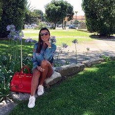 Ela hoje só quer agradecer, não porque tudo foi perfeito, mas sim porque foi do jeito que tinha que ser! Bom dia, uma ótima quinta para todos. 🌹🌳🍃💋 . . . . . . . . . . . #dujour #mystyle #lookdodia #mylook #fashiongram #ootd #lookoftheday #look #fashion #blogger #fashionist #instadaily #fashiondaily #fashionblogger #stylish #stylegram #styleblogger #bloggerstyle #fashionblog #bloggerslife #style #oporto #portugal #wanderlust #instacool #mylifestyle #loveit