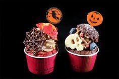 2015 HAPPY HALLOWEEN 杯子蛋糕 #boitedebijou #halloween #cake #cupcake  #autumn festival #珠寶盒法式點心坊 #萬聖節 #歡樂 #南瓜可頌 #杯子蛋糕  (左)巧克力藍莓蛋糕-以巧克力馬芬為基底,搭配藍莓醬及法芙娜巧克力香緹,白巧骷臚頭裝飾最富萬聖節氣息。(右)南瓜焦糖蛋糕-以原味馬芬為基底,搭配蜜漬南瓜丁、南瓜卡士達及焦糖香緹,巧克力蜘蛛網裝飾充滿節慶感。