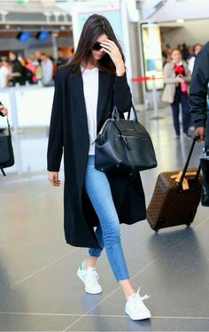 Kendall Jenner Signature Style Pieces Kendall is undoubtedly on fire! Be just like the catwalk darling by investing in these Kendall Jenner signature style pieces. Mode Outfits, Fashion Outfits, Womens Fashion, Fasion, Fashion Story, Fashion Clothes, Fashion Accessories, Fashion Jewelry, Look Fashion