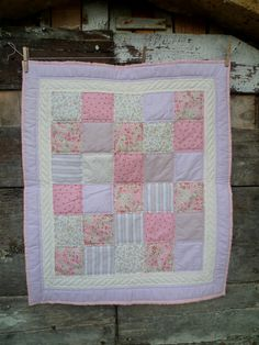 Baby girl patchwork quilt LIFE IN PINK por puntodopopunto en Etsy Sewing Projects, Craft Projects, Memory Quilts, Quilt Top, Paisley, Creativity, Quilting, Crafting, Diy Crafts