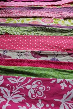 Lu Bird Baby: Easy Strip Quilt Tutorial.  Love this blog. Lots of fun recipes and sewing ideas