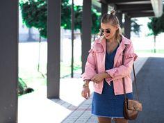 Jeanskleid, Rosa Jacke, Somomerlook, braune Tasche, Blond, Streetstyle, Fashion, Espadrilles, Fashionblogger, Lakatyfox, Blogger, Endless Summer,
