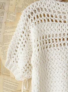 Crochet feminine and beautiful summer pullover. Free patterns for crochet pullover Crochet Jumper Pattern, Jumper Patterns, Crochet Shirt, Crochet Jacket, Easy Crochet Patterns, Knit Crochet, Mode Crochet, Beige Top, Crochet Magazine